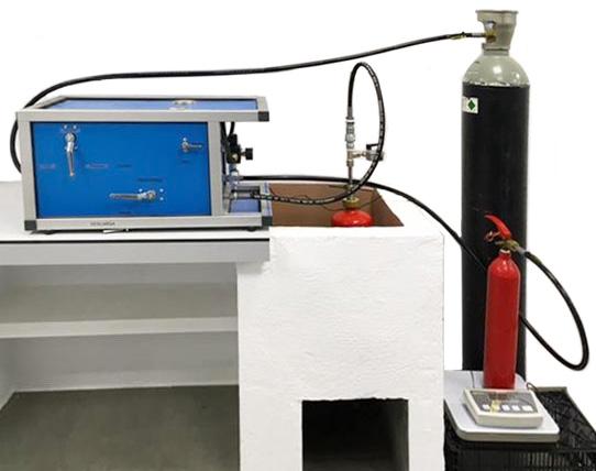 Máquina para la carga de CO2 y prueba hidráulica combinada KUD3-HND · No. 204 000